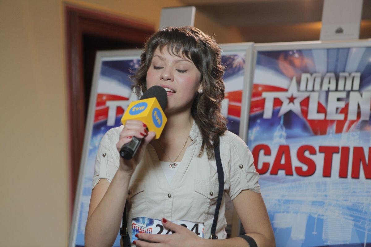 Natalia Baj śpiewa przed kamerą mamtalent.tvn.pl